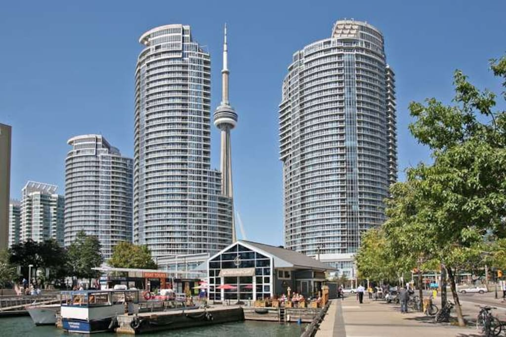 Walk to all the big Toronto attractions!