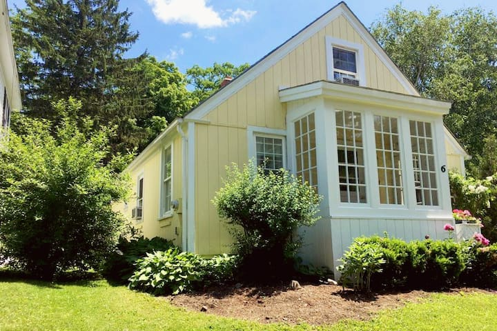 The Lemon Cottage in the Heart of Lenox - Lenox - Hus