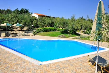 Lefkothea Villas, Ideal for Groups!