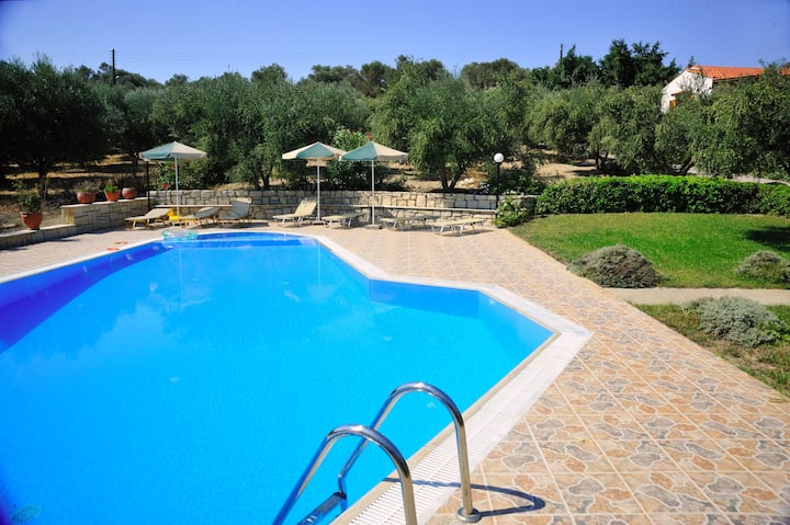 Lefkothea Villas, Ideal for Groups!!