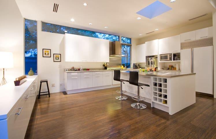 Kitchen/Island