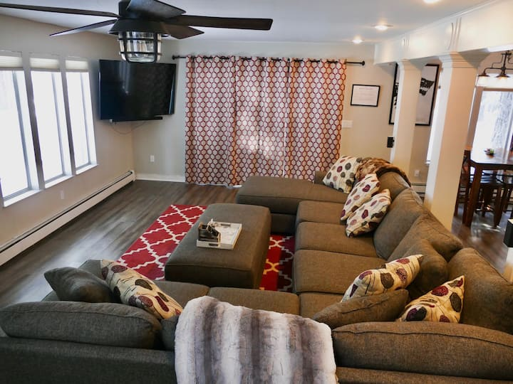 Newly Renovated 3BR 2.5BA House w/ Hot Tub!