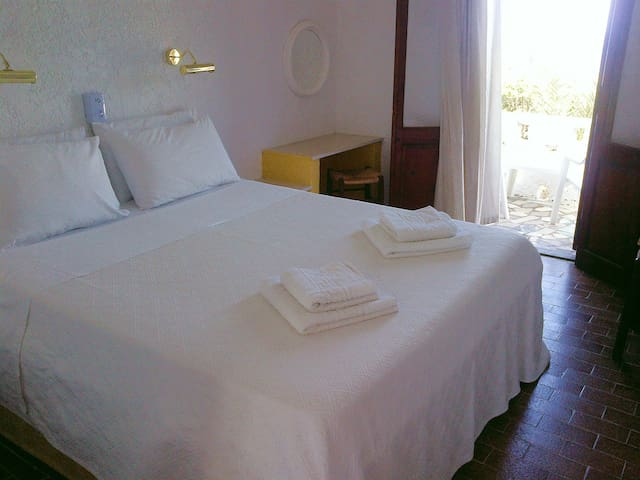 Quiet rooms with amazing seaview - Karpathos - Inap sarapan