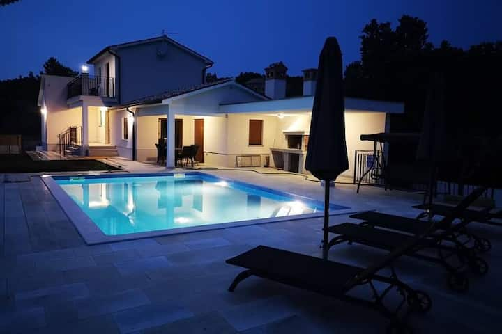 Modern villa with private pool near Labin and only 3 km from the beach