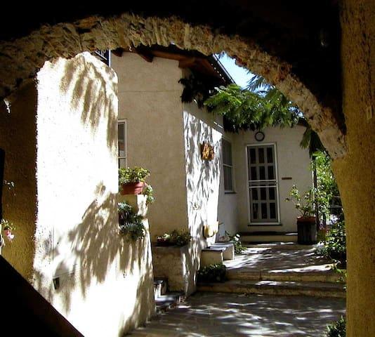 Alloggio in un tranquillo borgo - Vendone - Casa