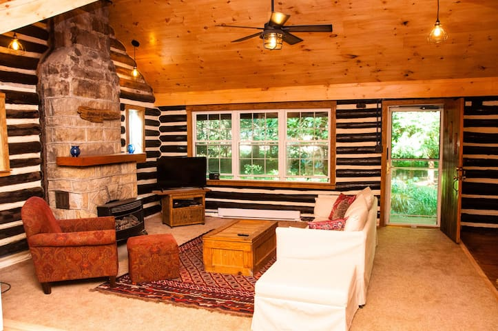 Newly renovated rustic and cozy log cabin!