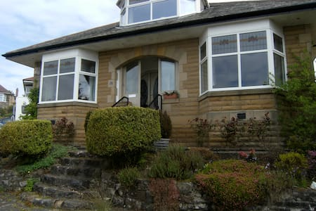 Detached bungalow overlooking city - Rutherglen