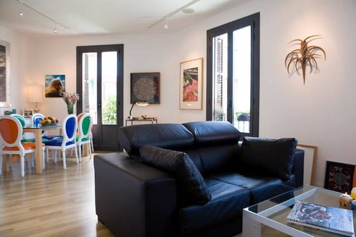 Luxury Double Room with Private Bath and Balcony - Barcelona - Apartamento