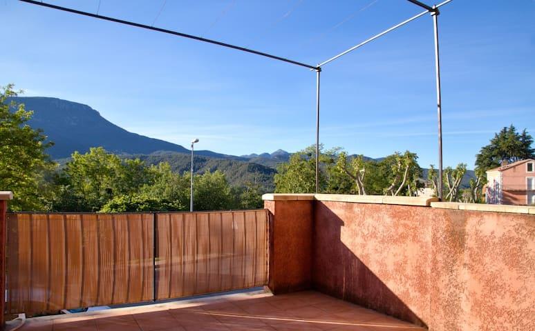 MEZEL : Maison avec belle vue sur la montagne