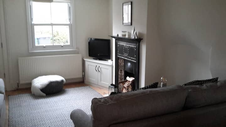 Single bedroom in lovely 1850s cottage