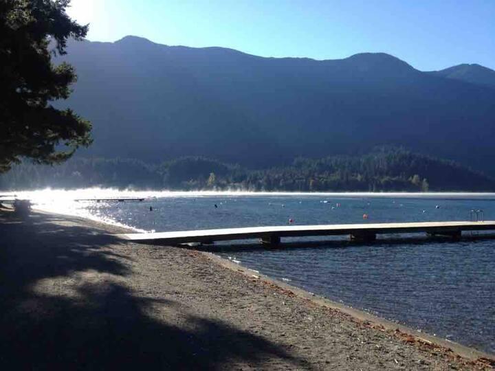 Cozy Cultus lake cabin where memories are made