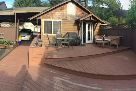 Cozy Cabin in Deep Cove - North Vancouver - Chatka
