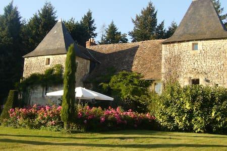 Petit Grange Manoir du XVIe siècle - Yzeures-sur-Creuse - 一軒家