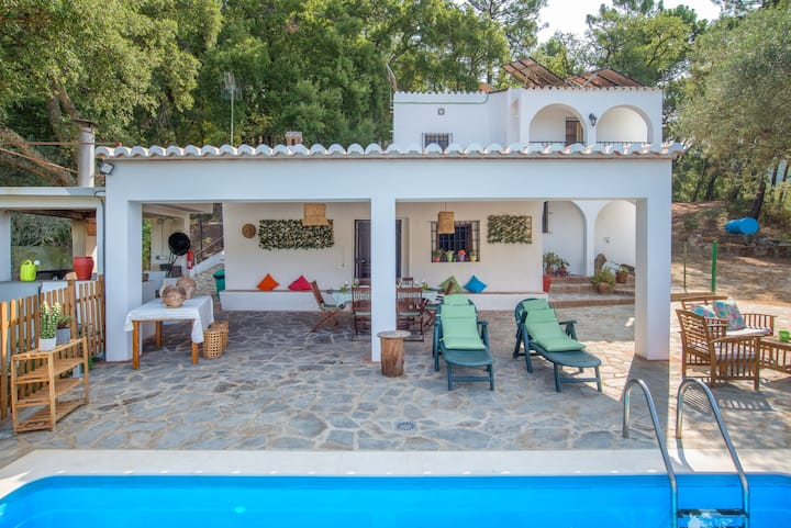 """Country House """"Casa Rural Monte Dios"""" Quietly Situated in the Mountains with Pool, BBQ, Mountain View and Cable TV; Pets Allowed, Parking Available"""