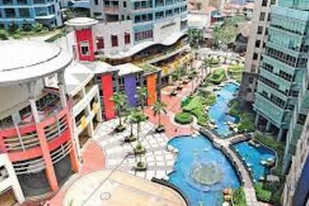 Spectacular views, spacious Eastwood Condo! - Quezon City - Daire