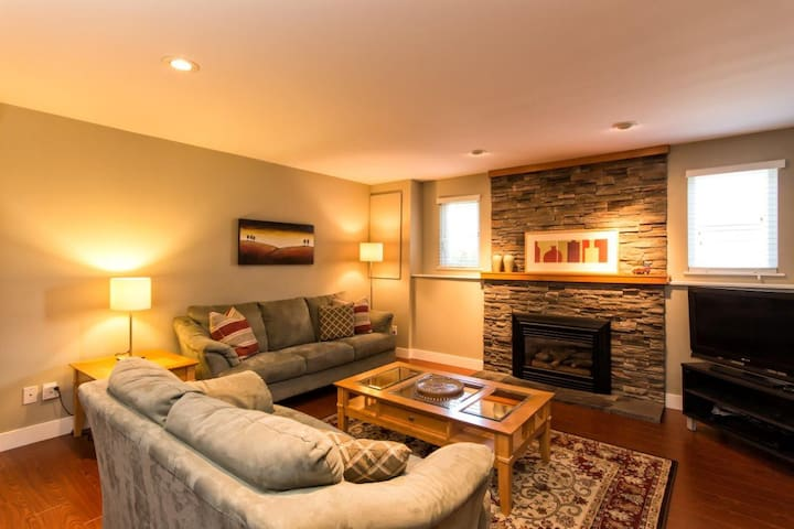 Awesome 2 BR Lynn Valley Apartment