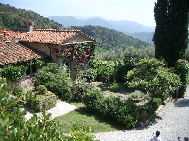 Villa in antico borgo - Compignano - Casa