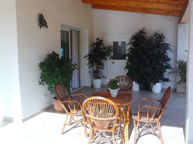 'Villa fortuna',in campagna al mare. - Baja sardinia  - House