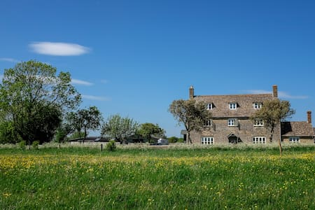 Beautiful 16th Century Farmhouse - Malmesbury