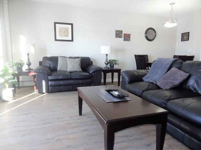 Great Condo in Devonshire