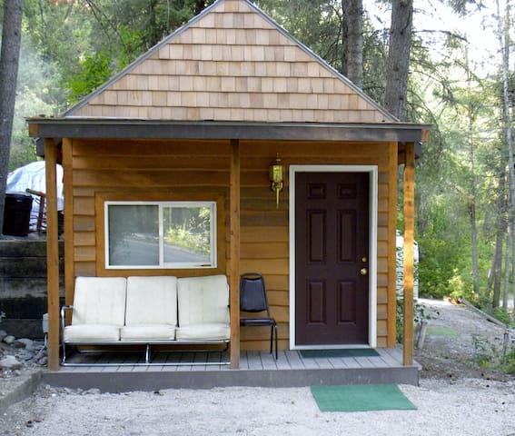 Bear Cabin (sleeps 4)