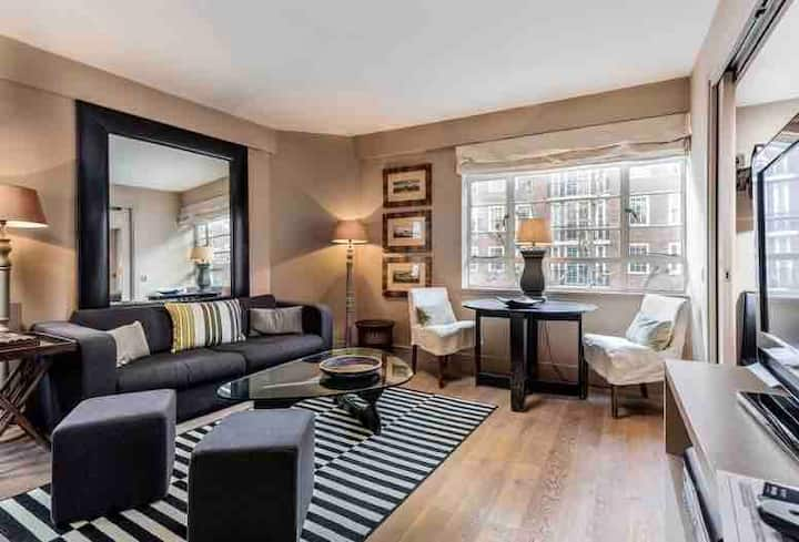 Stunning 1BR Chelsea Apartment
