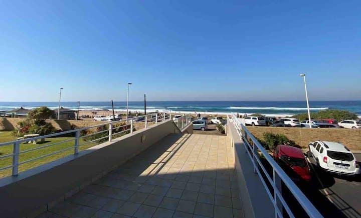 Beachfront holiday flat, prime location rockpool