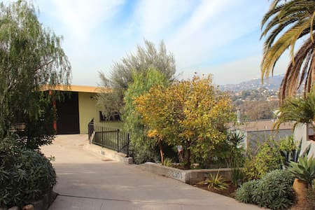Silver Lake Heights! Spacious 1BR