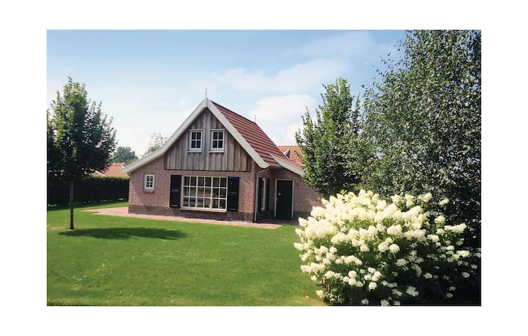Holiday cottage with 6 bedrooms on 171m² in Hoge Hexel