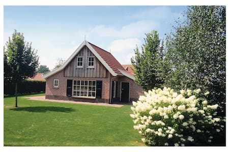 Holiday cottage with 3 bedrooms on 90m² in Hoge Hexel