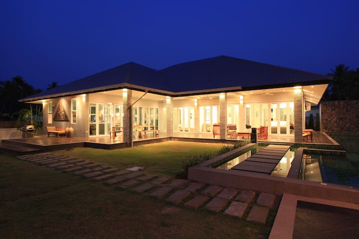 Luxury  Family Holiday Home in  Huay Yang