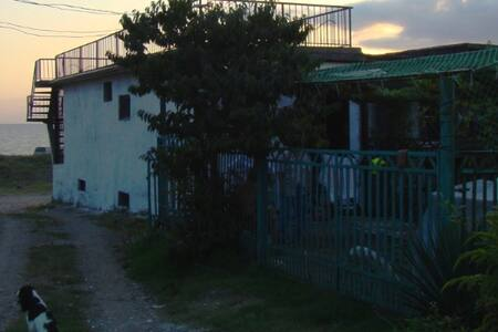 Дом вАбхазии на берегу Черного моря