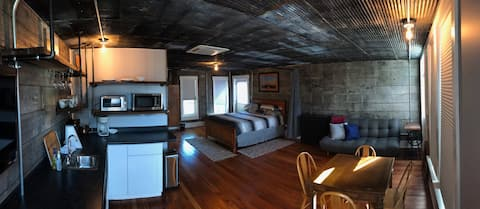 Riparian House -Rustic Setting on Wabash River.