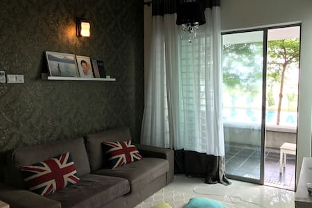 Entire Home with Balcony and Pool View for Travel! - Cyberjaya