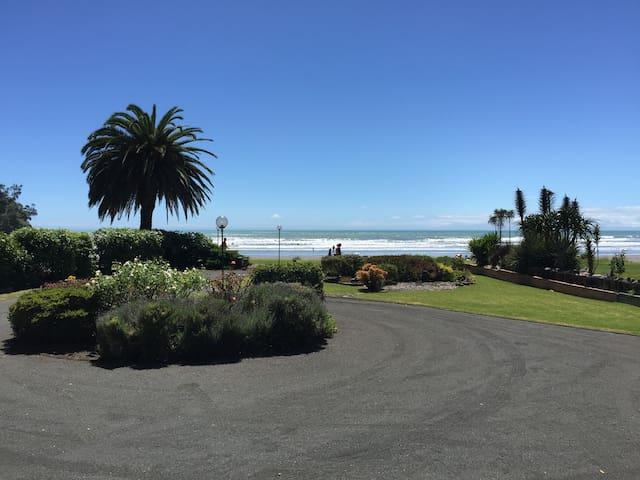 Oceanvilla - Stunning West End Surf - Ohope