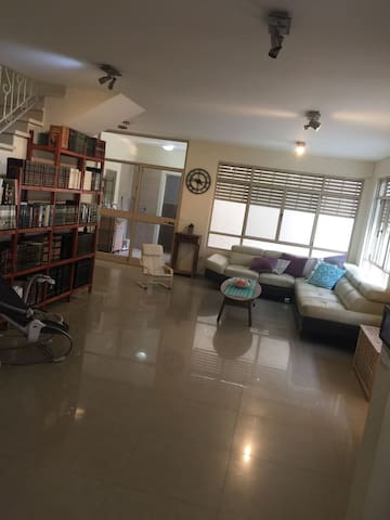 A spacious house for femilies~the heart of Netanya