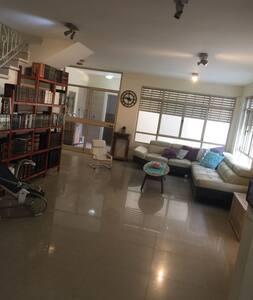 A spacious house for femilies~the heart of Netanya - Netanja - Haus