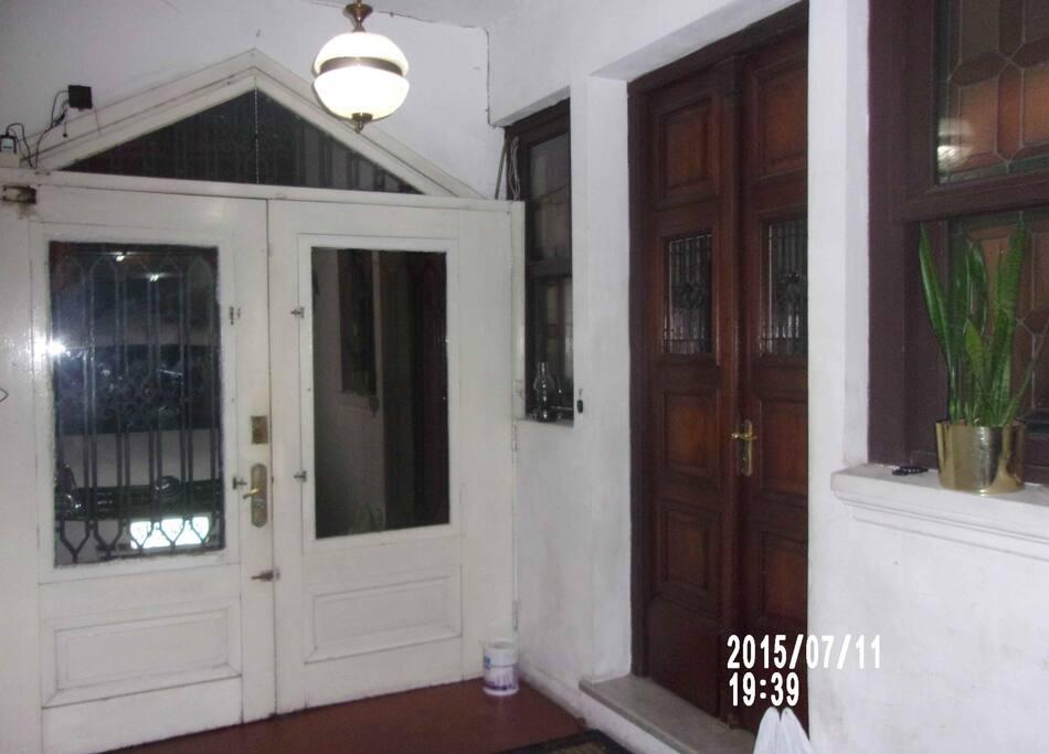 Puerta de calle, vista del interior