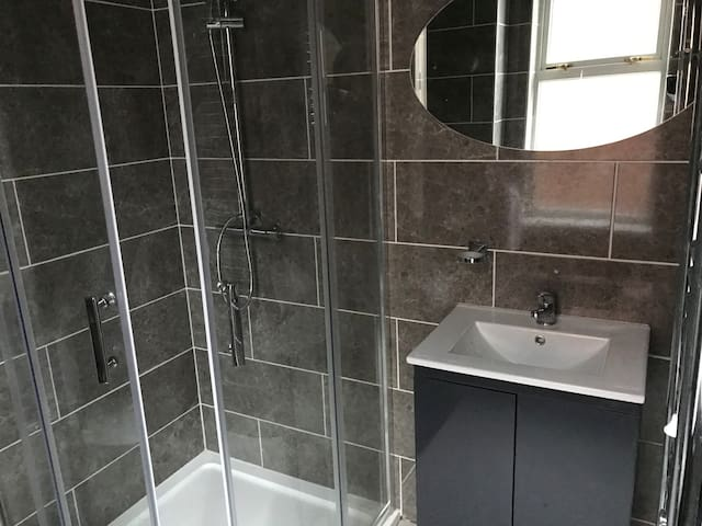 Private En-suite Apartment Room Near NEC & Airport