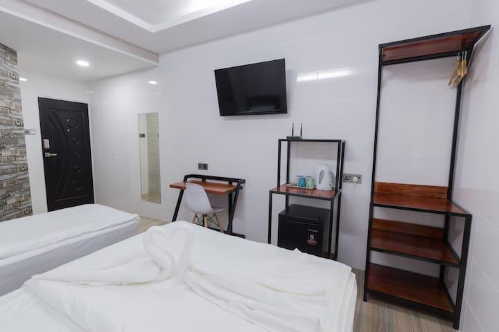 Lee Luxury Home Triple2