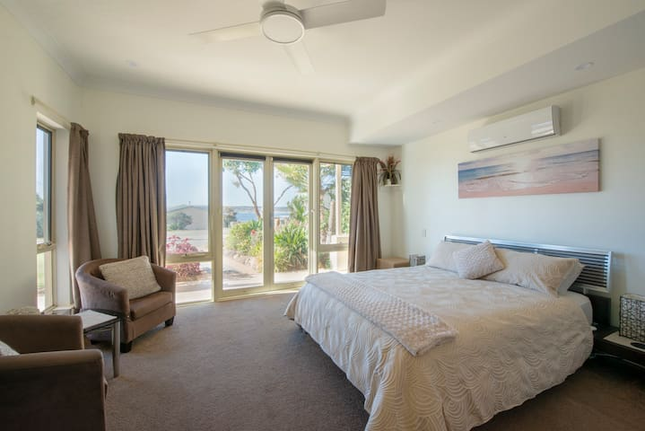 Luxury Holiday Apartment, Emu Bay, Kangaroo Island