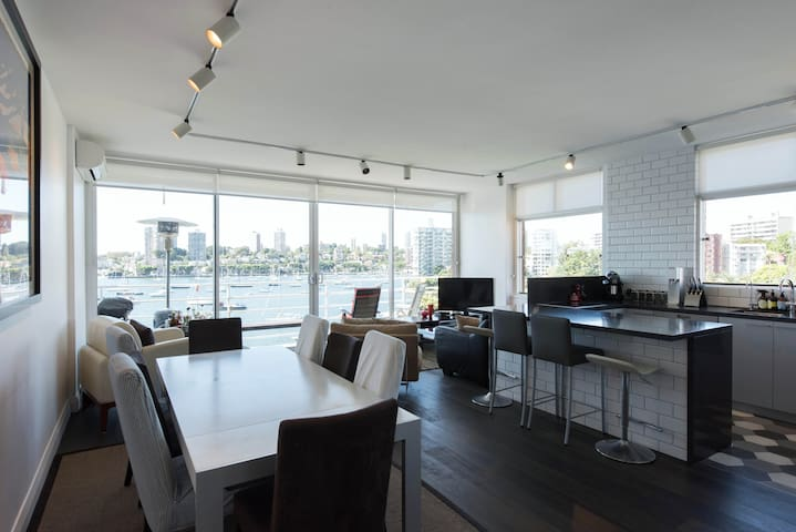 Luxurious Twin Singles/King with Panoramic Views - Elizabeth Bay - Apartemen