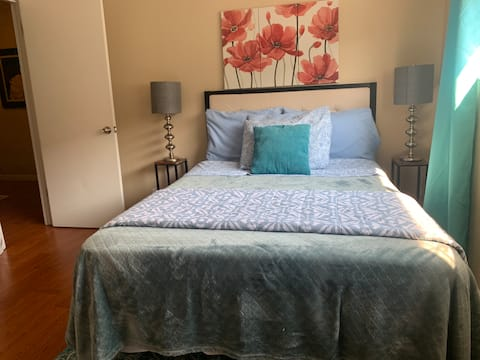 Cozy Full Bed: Visit Napa orFerry to San Francisco