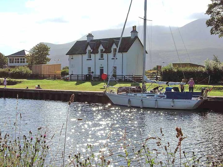 The Lock Keeper's Cottage-upper deck- Fort William