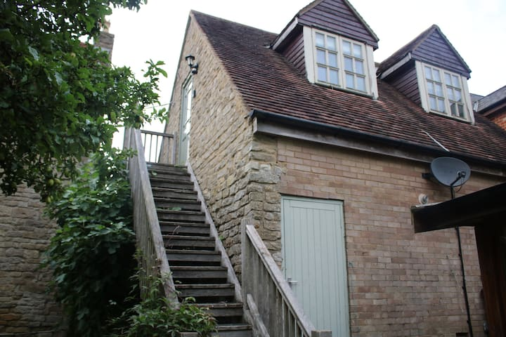Private Annexe in village 5 miles from Silverstone