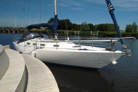 Sail and sleep on a sailboat at marinas or nature