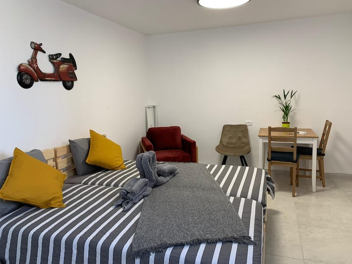 Private stylish&Modern Double Bed Apartment&NTFLIX