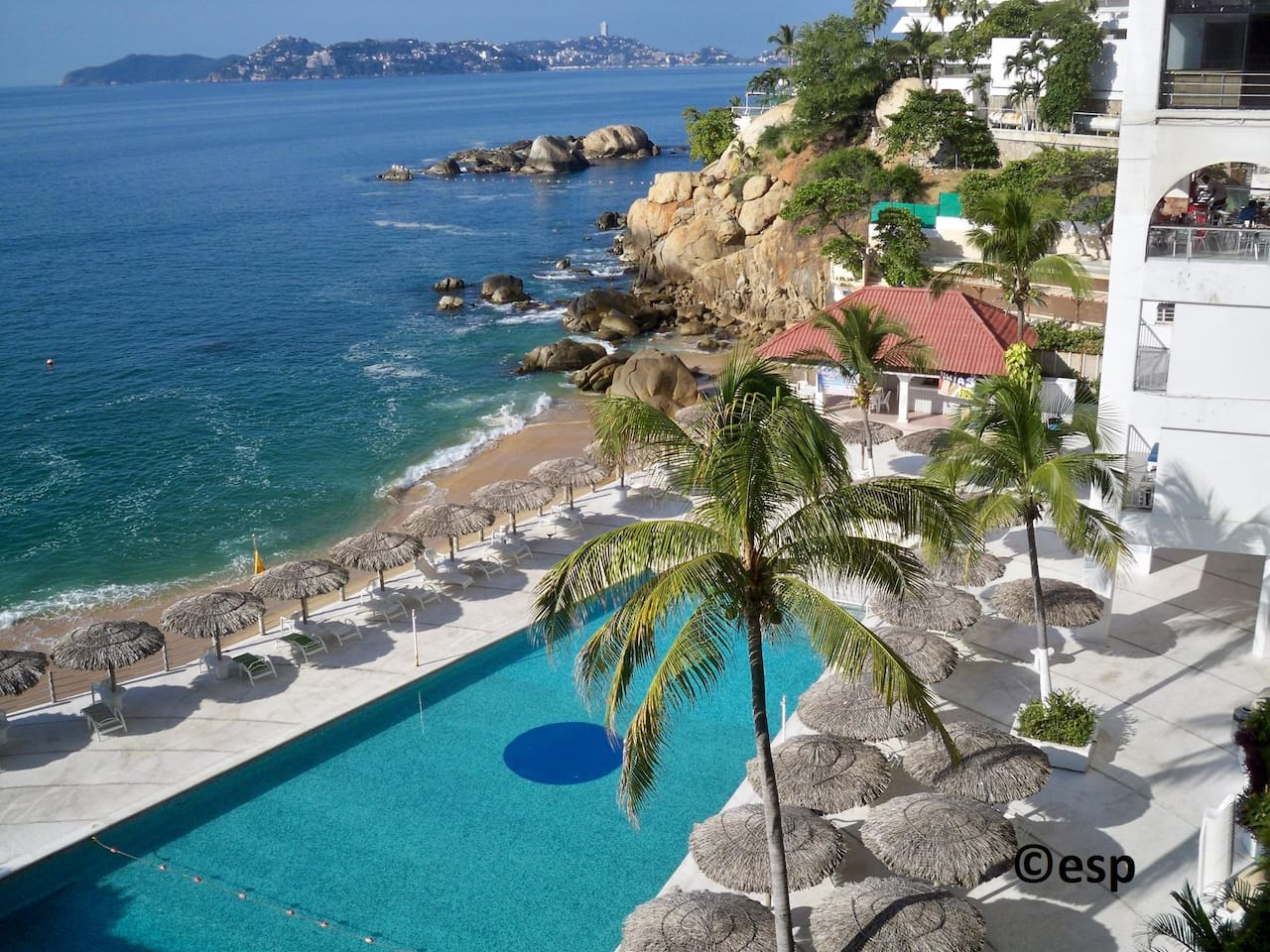 Your place in the Acapulco sun is here! Cabana, pools, palapas, play on the beach, snorkel Acapulco Bay