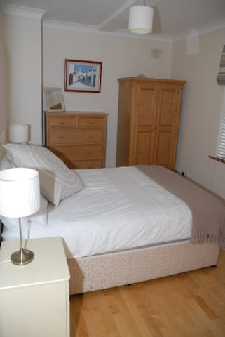 En-suite room at our welcoming home - Salthill - Bed & Breakfast