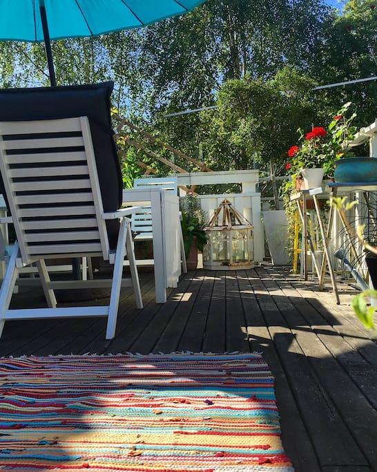 Theres a big table that seats 8, chairs and sunbeds at the veranda. We have our lunches and dinners here, read, do yoga on the big rug or just relax in the sun. We can even watch television from here, just turn the tv around from the living room.
